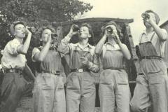 land-army-girls-drinking
